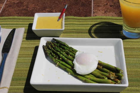 grilled-asparagus-with-poac